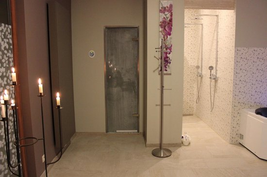Bed and Breakfast Het Consulaat: Wellness room, steam room and showers
