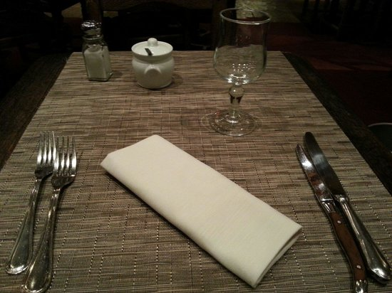 La Flambee Hotel-Restaurant : La table