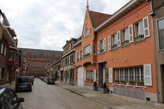 Bed and Breakfast Het Consulaat: Very calm street