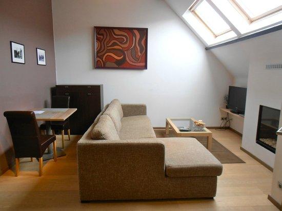 Bed and Breakfast Het Consulaat: Livingn room of the Duplex suite