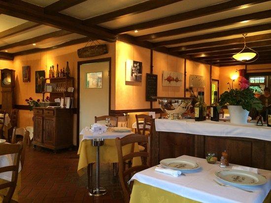 Canapville, Francia: L'intérieur du restaurant