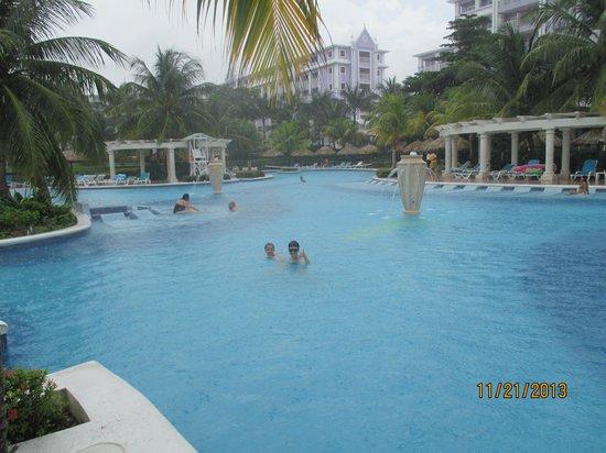 ClubHotel Riu Ocho Rios : piscine sous la pluie