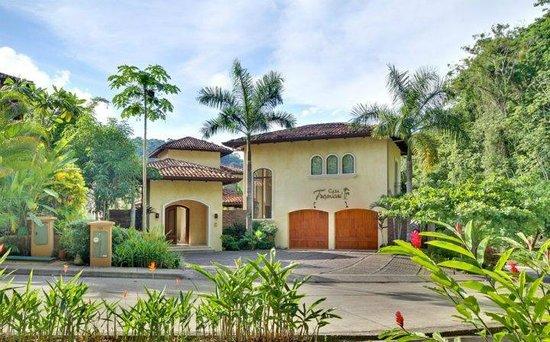 La Casa Tropical: Los Sueños, HRG