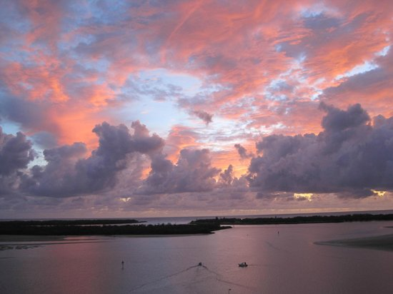 The Grand Apartments : Dawn over the Broadwater heralding another day in paradise