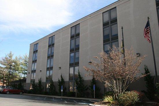 Baymont Inn & Suites Boone Near APP State : Hotel Exterior
