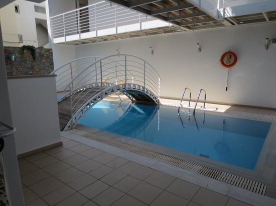 Angela Suites Boutique Hotel: Private pool with suite