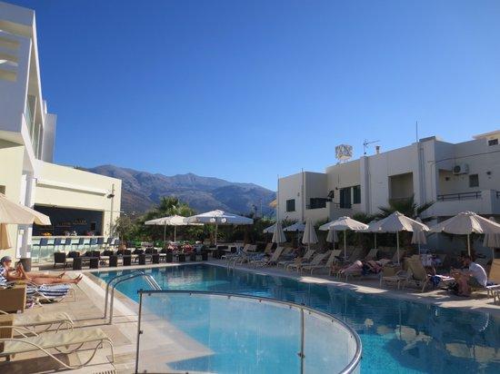 Angela Suites Boutique Hotel: Main pool view