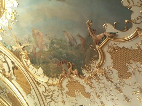 Teatrul National Vasile Alecsandri: Picture and sculptures on the ceiling