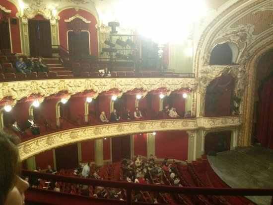 Teatrul National Vasile Alecsandri: The big hall been seen from 2 level.