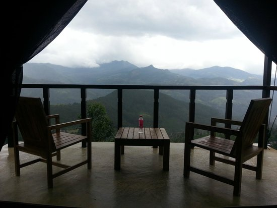Madulkelle Tea and Eco Lodge: The balcony and the breathtaking view