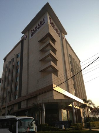 Ramada Gurgaon Central : вид на отель