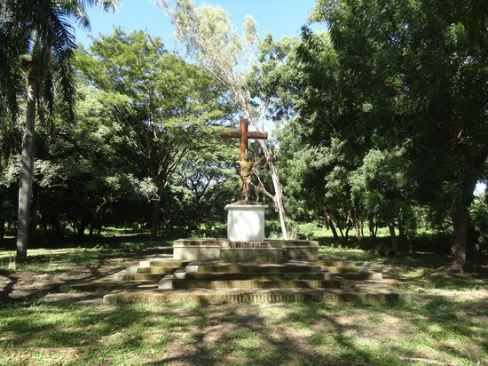 Ruins of Leon Viejo: Cross that represent how our native were force to adopt the christianity using guns.