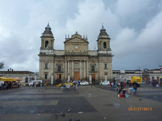 Catedral Metropolitana: Cathedral view from the main plaza