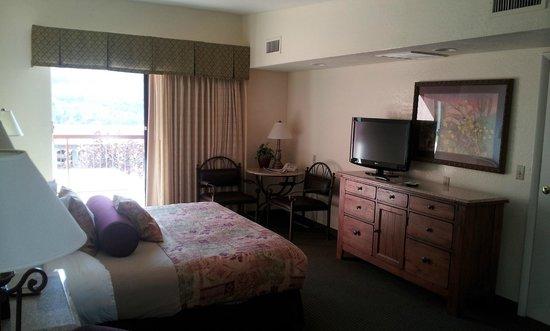 Matterhorn Inn: Large comfortable room