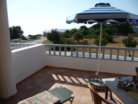 Kathara Bay Apartments: Terrazzo