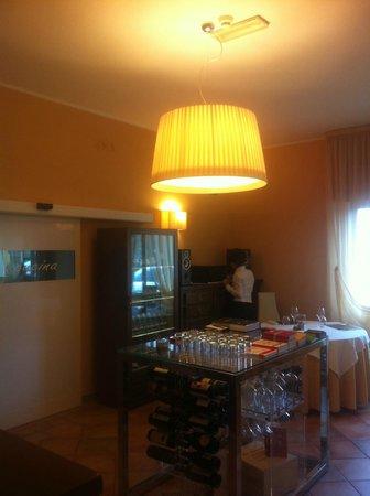 Ingresso e tavolo di servizio - Picture of Ristorante Del Lago ...