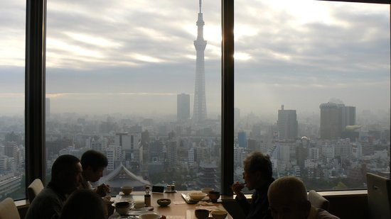 Asakusa View Hotel: レストランからの羨望