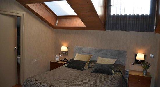 Hotel del Prado : habitación doble con buhardilla