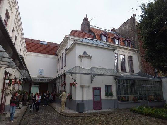 Le Musee de la Maison Natale de Charles de Gaulle : COUR