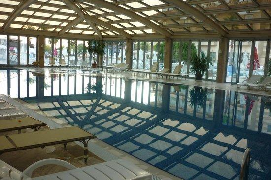 Grand Pearl Beach Resort: piscine interieur