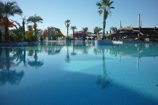 Grand Pearl Beach Resort: piscine