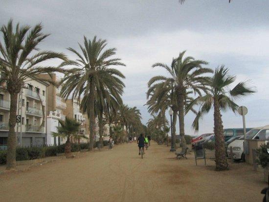 Fragata Hotel: прогулочное место около пляжа