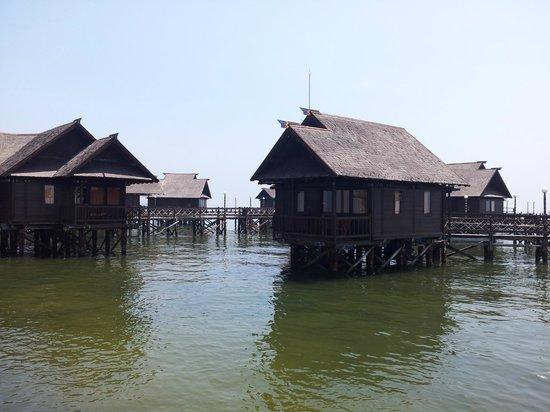 Pulau Ayer Resort & Cottages : Pulau Ayer / Floating Bungalow