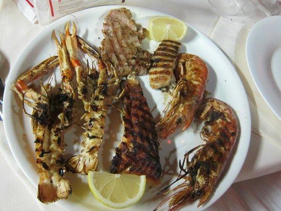 Hotel Lavagnese: морепродукты из приотельного ресторана