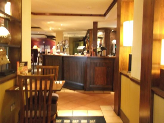 Premier Inn Bodmin Hotel: Bar area.