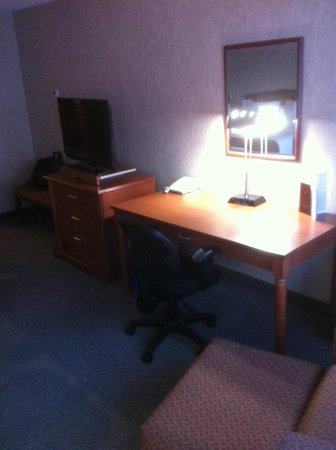 Ramada Plaza Regina Downtown: Desk area