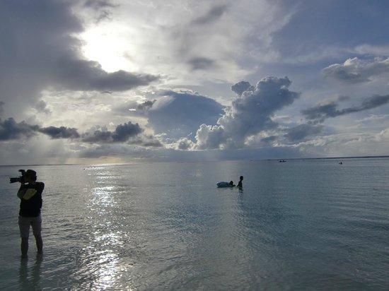 Outrigger Guam Beach Resort: 目の前がビーチ