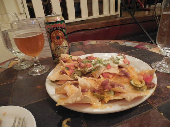 The Historic Taos Inn: Great nachos and NM beer