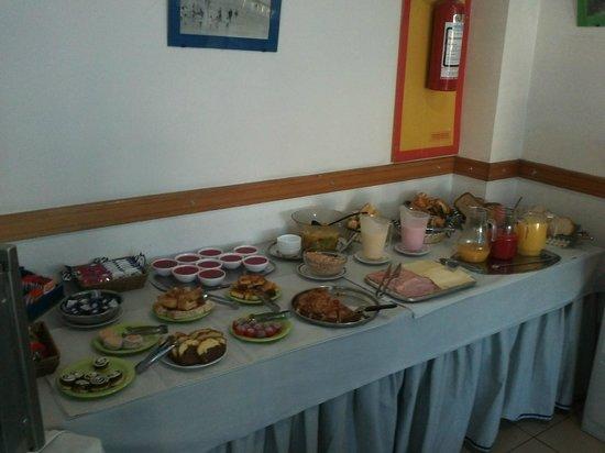 Hotel Tres Cruces: Café da manhã