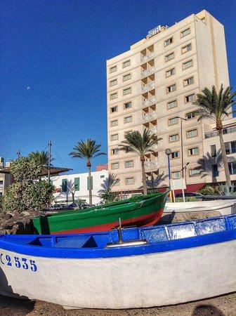 JM Puerto del Rosario : El hotel desde el puerto