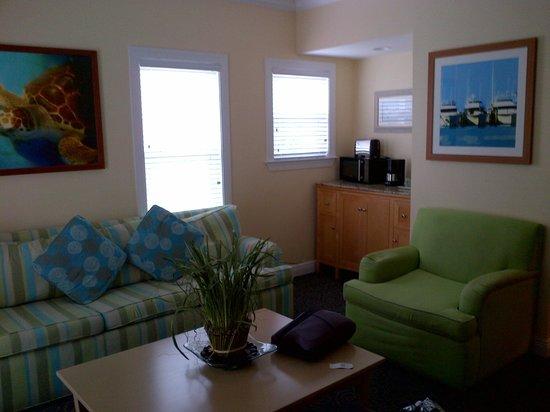 Parrot Key Hotel and Resort: wohnzimmer ecksuite
