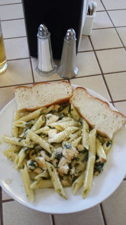Cafe Torino: Penna with chicken, spinach and garlic.
