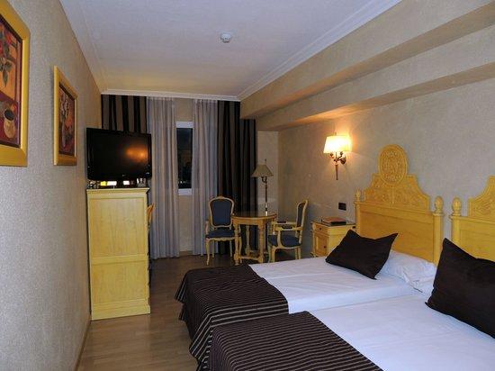 Salles Hotel Pere IV : chambre