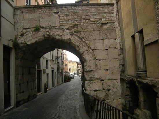 Arco DI Druso : Arco romanico