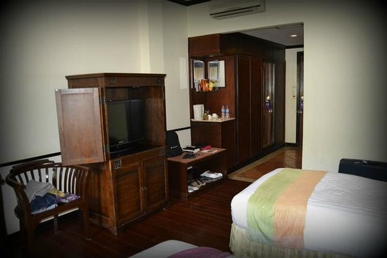 Grand Sunset Angkor Hotel: sur rue Oum Chhay st