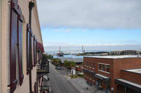 Olde Harbour Inn - River Street Suites: Balcony view