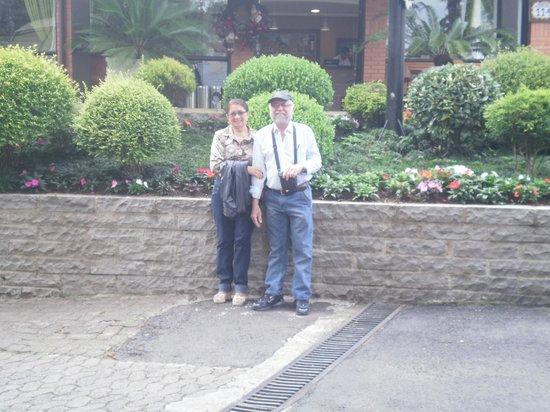 Hotel Recanto da Serra: Em frente a recepção do hotel
