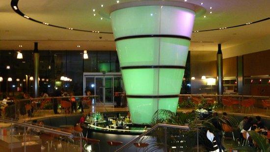 T Hotel: Bar area