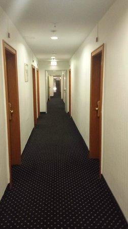 Hotel Excelsior: corridor