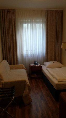 Hotel Excelsior : room
