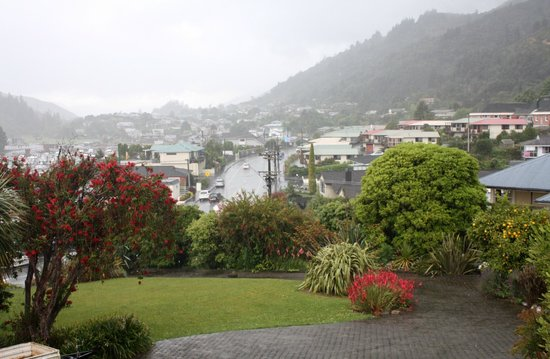 Harbour View Motel Picton: View of the grounds by the hotel