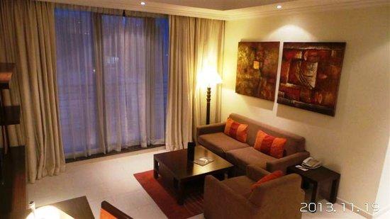 Abidos Hotel Apartment - Al Barsha : Living Room