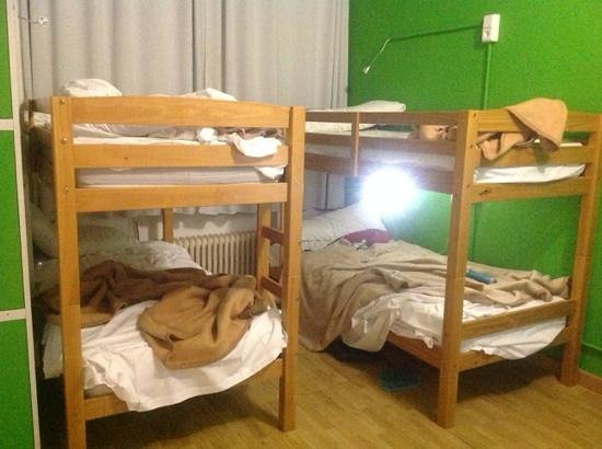 Madrid Motion Hostel: Mixed dorm before maid service