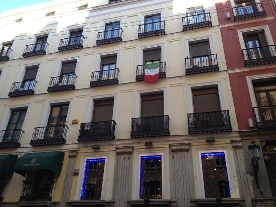 Hostal Aresol: facciata! il nostro balcone!