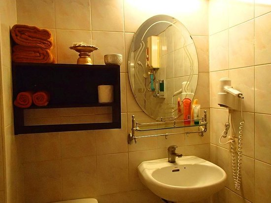 Golden Temple Villa: Bathroom