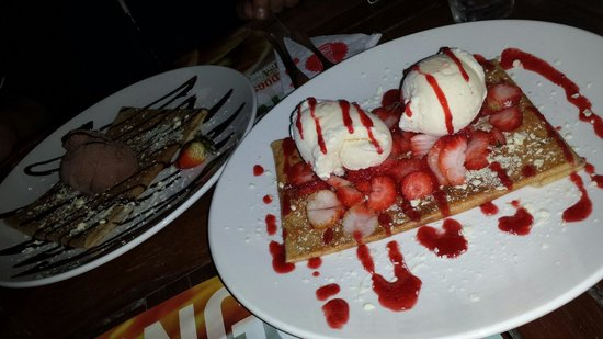 Crepaway: White chocolate crepe with 2 scoops of vanilla ice creams and strawberries!